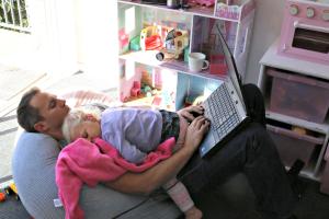 Como Ser Blogger, Padre y Marido sin Subirte por las Paredes